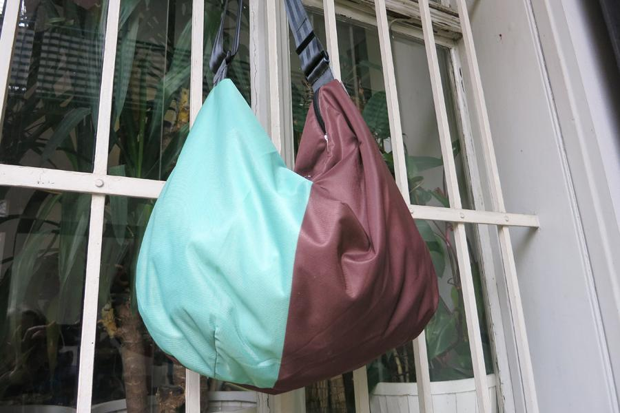 Banana bag braun-aqua
